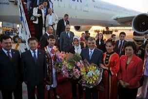 Abdullah Gül Uygur Türklerini ziyaret etti.15395