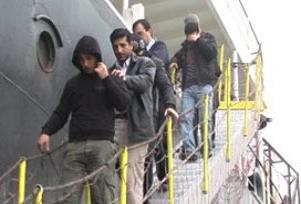 Kaçakları taşıyan bot alabora oldu.12517