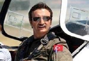 Kürşat Tüzmen uçuş eğitimi alıyor.12645