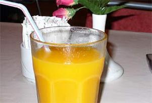 Portakal suyu dişleri aşındırıyor.10082