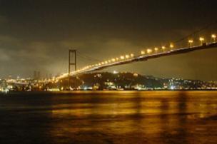 Boğaziçi Köprüsü yine ışıl ışıl.8502
