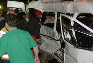 Niğde'de trafik kazası :16 yaralı.13069