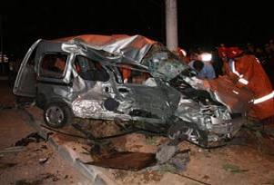Malatya'da trafik kazası:2 ölü 1 yaralı.13051