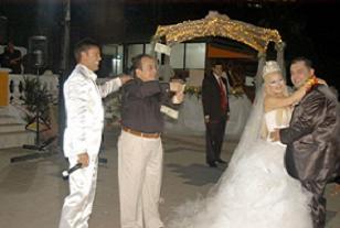 Kriz bu düğünü gerçekten teğet geçti.12296