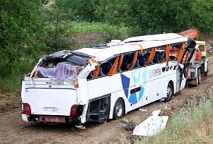 Karaman'da otobüs devrildi: 20 yaralı.17737