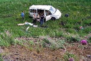 Hınıs'ta midibüs şarampole devrildi: 2 ölü.25567