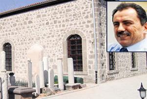 Saadet'li gençler Yazıcıoğlu'nun kabrinde.15408