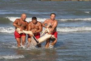 Tatilin ilk gününde denizde boğuldu.13248