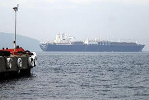 Boş tanker boğazı kapattı.10460