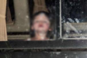 Çocuklar sıcak havada minibüste kilitli kaldı.7763