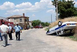 Hırsız kovalayan polis aracı yan yattı!.14178