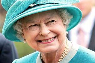 Kriz Kraliçeyi de teğet geçmedi.13638