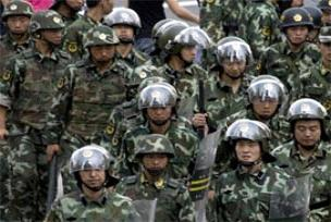 Gösteri yapan Uygurlara polis müdahalesi.18385