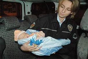 Şüpheli paketten bebek çıktı.12897