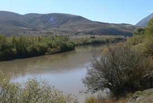 Evi terkeden kızı nehirde aradılar.10884