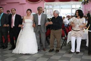 Düğüne gidemeyenler internetten seyretti.12921