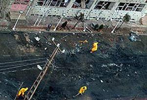 Atina'da eski siyasinin evine bombalı saldırı.19750