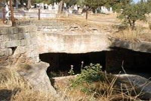 Üstü mezar, altı fabrika.16031