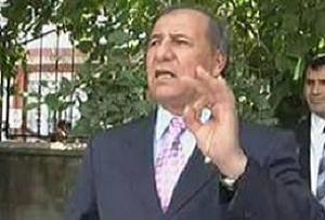 Vali, devleti ve kendisini protesto etti.13698