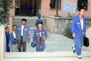 Çin'li işçiler için sıkı güvenlik.12102