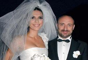 Berg�zar Korel ve Halit Ergen� evlendi..10300