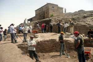 2 bin  200 yıllık mezar ortaya çıktı