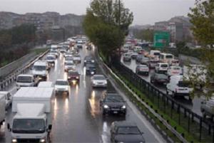İstanbul'da D-100 karayolu felç oldu
