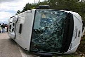 Turist taşıyan otobüs devrildi