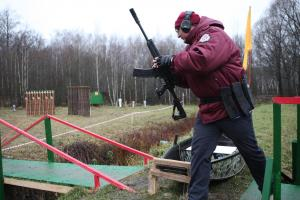 Putin'in yardımcısı yeni Kalaşnikof'u poligonda denedi.14473