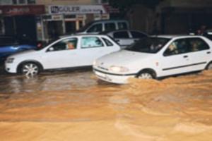 Yağmur  İzmir'i Venedik'e çevirdi