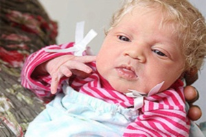 Bu bebek doktorlar� �a�k�na �evirdi!.29449
