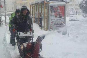 Kar temizleme ekipleri çalışmalarını hızlandırdı.15992