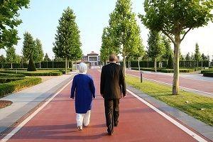 Erdoğan çifti konutlarına yürüyerek geçti.29349