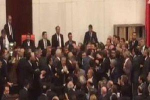 Meclis'te büyük kavga çıktı