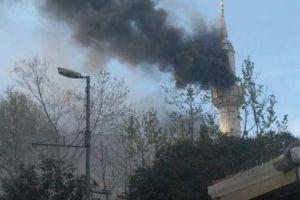 Teşvikiye Camii yangında büyük hasar gördü.14985