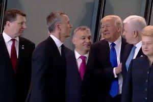 Trump, Başbakan'ı itekledi