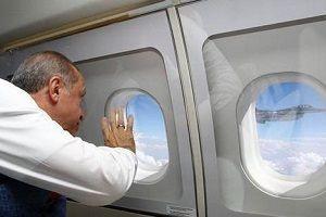 Erdoğan'ı havada selamladı!