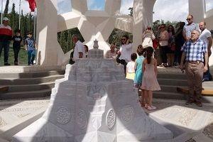 15 Temmuz Şehitleri Anıtı'na vatandaş akın etti.22854