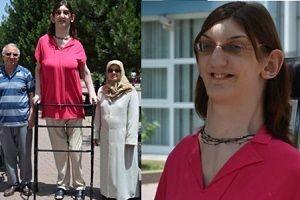 En uzun boylu kız sınava özel bir sınıfta girdi.21816