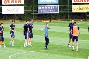 Aykut Kocaman, Fenerbahçe'yi topladı