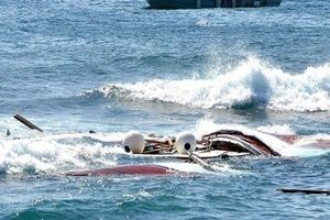 40 öğrencinin bulunduğu bot battı: 4 ölü.27251