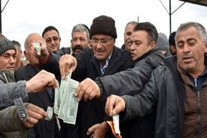 Besicilerden dolar protestosu! Yaktılar!.21806