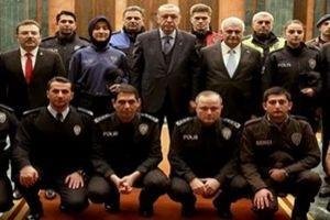 Polisler yeni üniformaları ile Külliye'de.21810