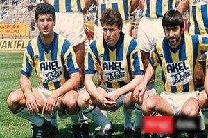Fenerbahçeli futbolcu, 2 kişiyi bıçakladı.32129