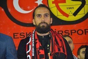 Erkan Zengin Eski�ehirspor'a imzay� att�
