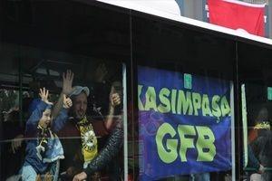 Fenerbahçeliler TT Arena'ya doğru yola çıktı!
