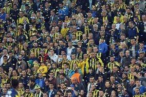 Fenerbahçe otobüsüne saldırı düzenlendi