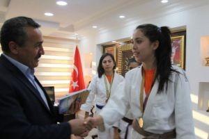 Belediye Başkanı, judocularla bir araya geldi.16446