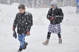 Okullara kar yağışı arası.19571