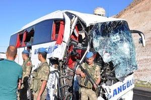 Otobüsle TIR çarpıştı!.28224